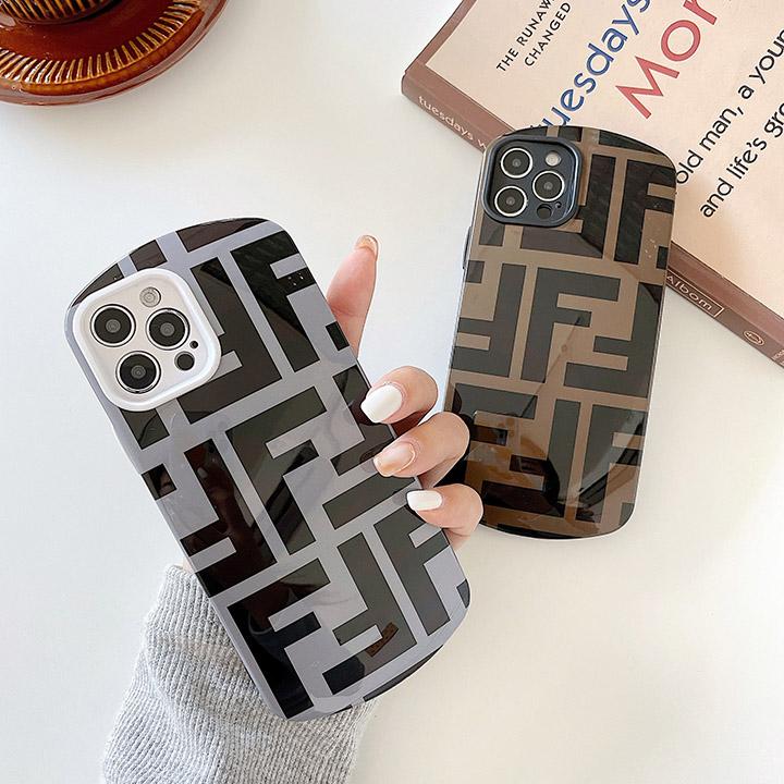 新作のiPhone12ケース Fendi